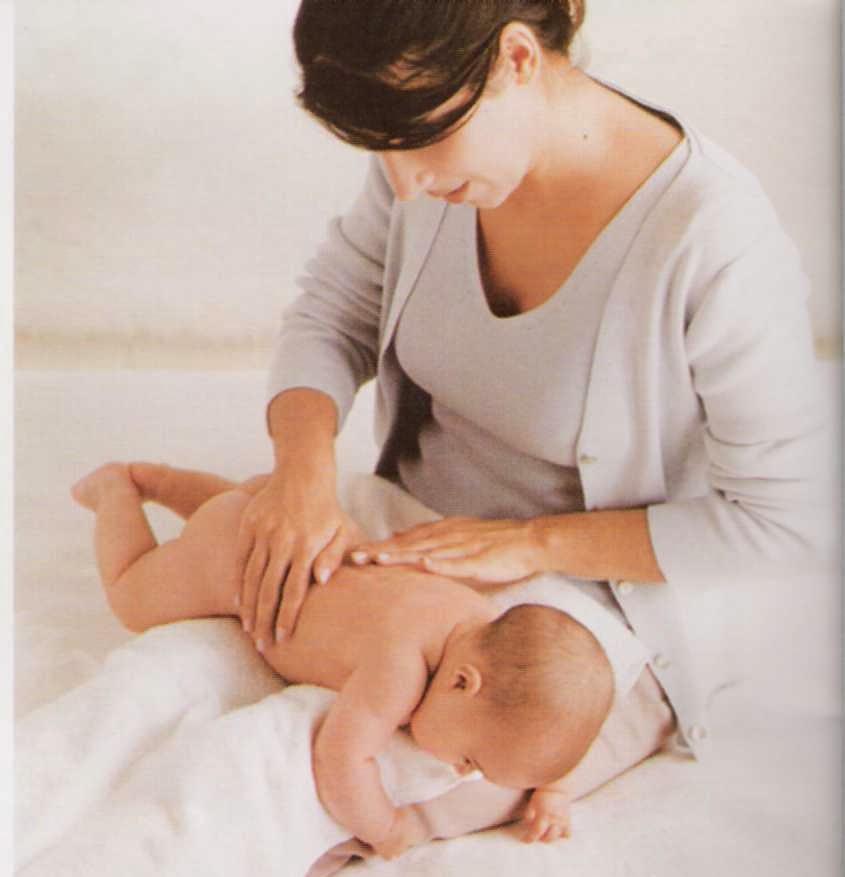 Dicas para pôr o bebé a arrotar