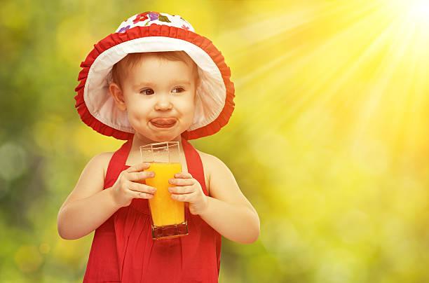 Pediatras recomendam sumo só depois dos 12 meses de vida