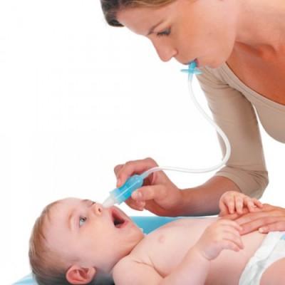 Como limpar o nariz entupido do bebé?
