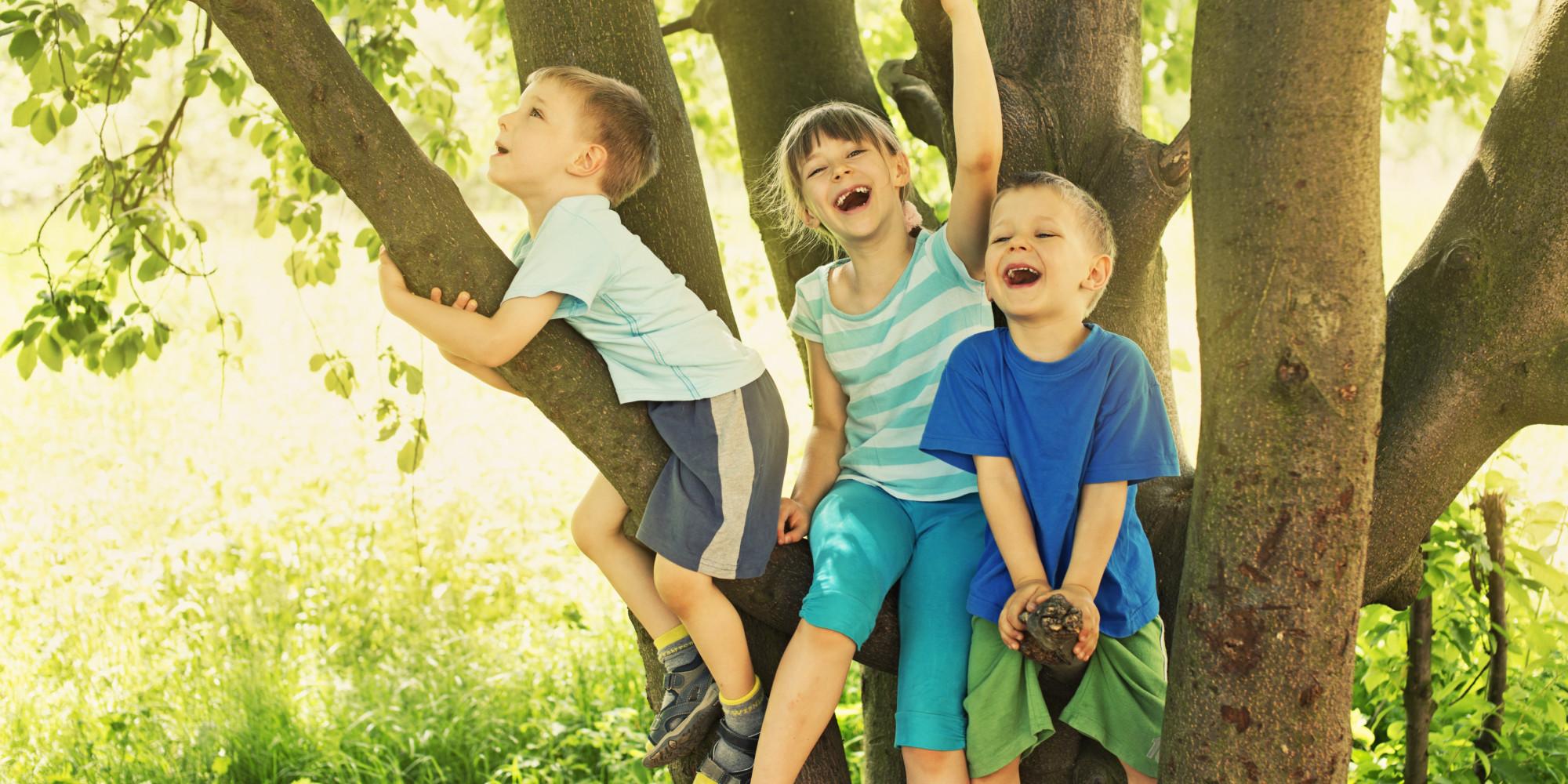 Brincar ao ar livre ajuda a prevenir miopia