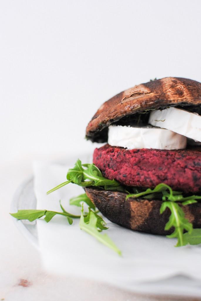 hambúrgueres de beterraba e feijão preto | beetroot and black bean burgers