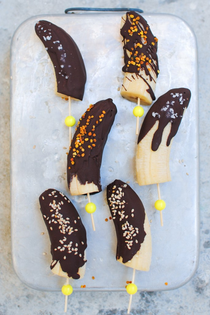pops de banana e chocolate | chocolate banana pops