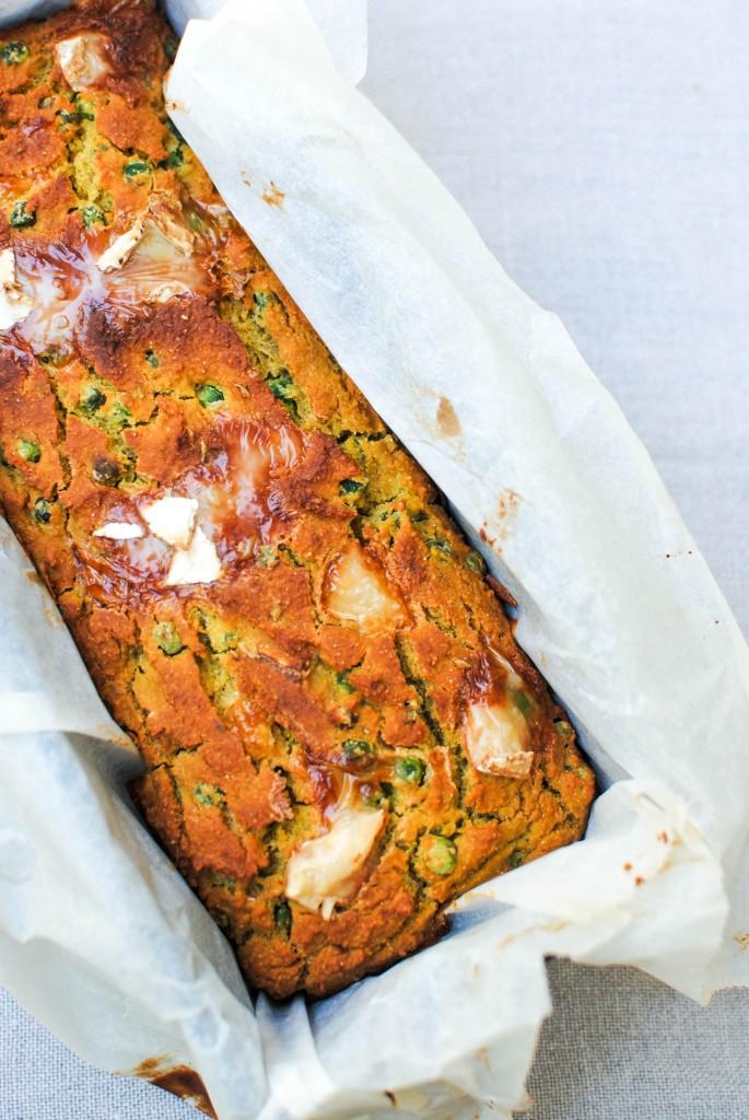 bolo salgado de ervilhas e queijo de cabra | green peas and goat's cheese cake