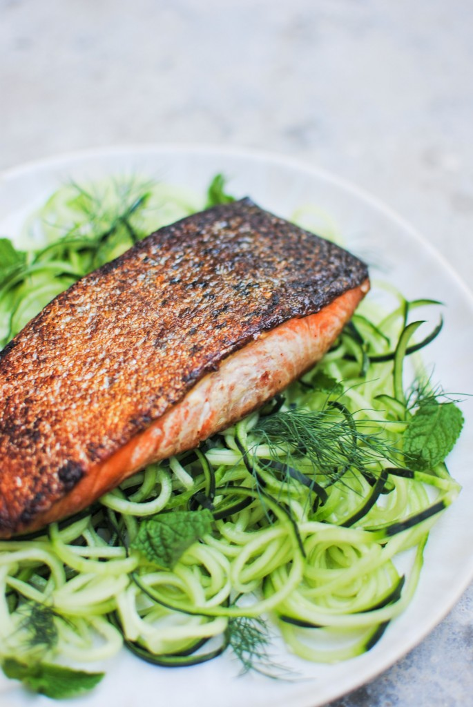 salmão marinado com noodles de pepino | marinated salmon with cucumber noodles
