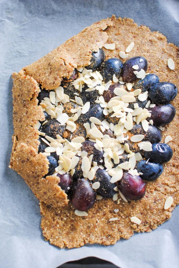 galette de abrunhos e amendoas | prunes and almonds galette