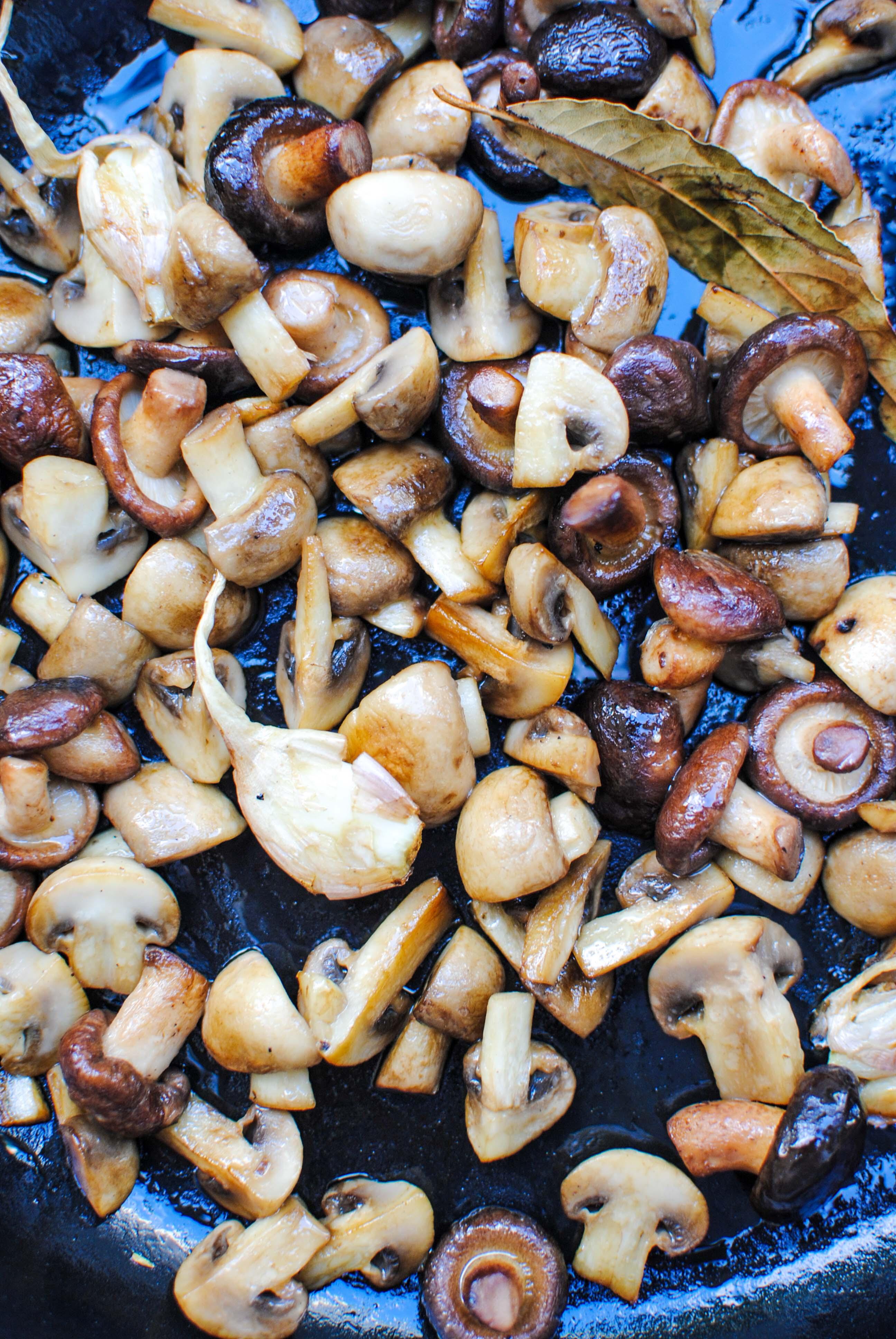 picapau de cogumelos | sautéed mushrooms with pickles
