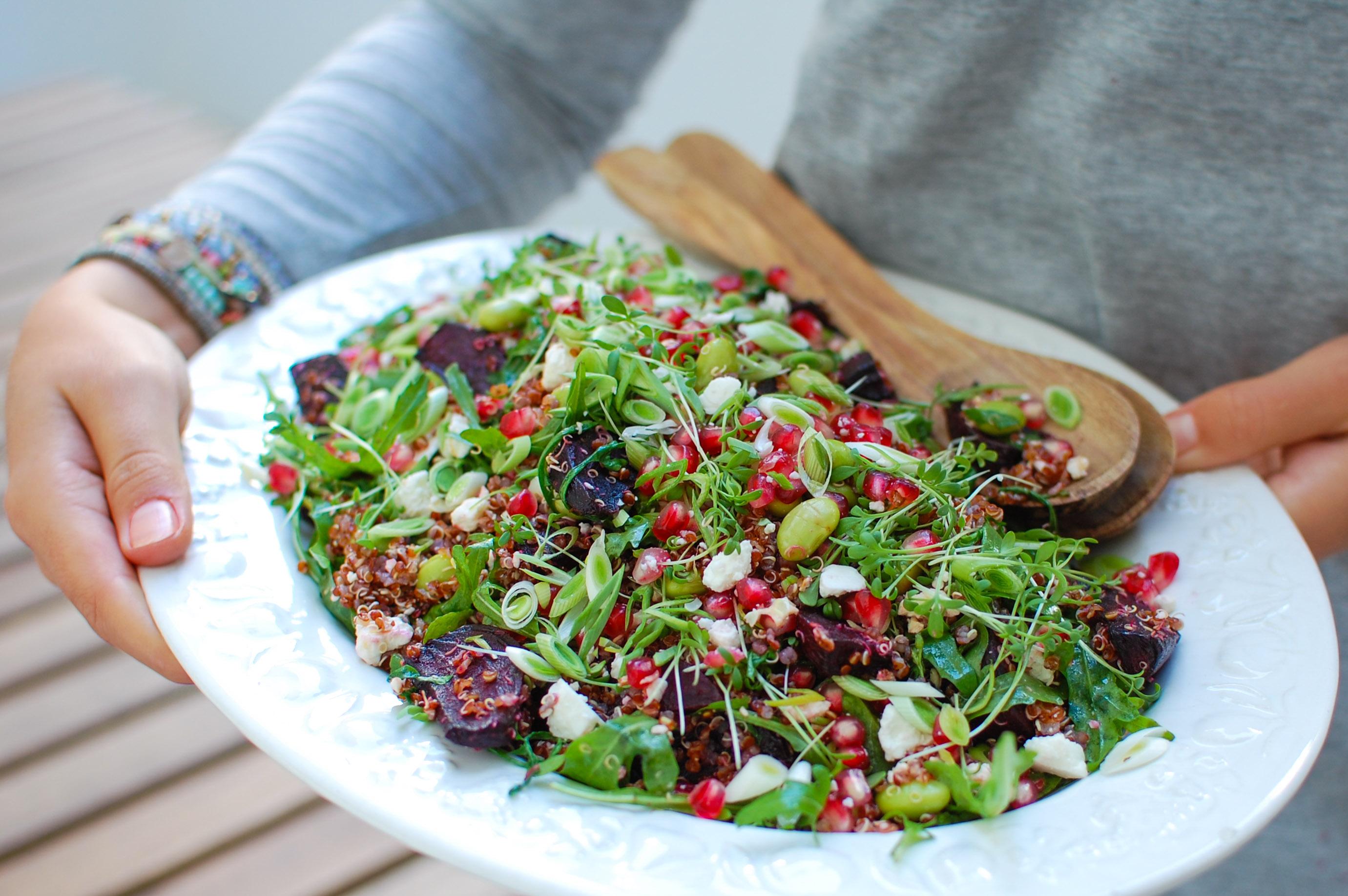 Salada morna de quinoa, beterraba e feta