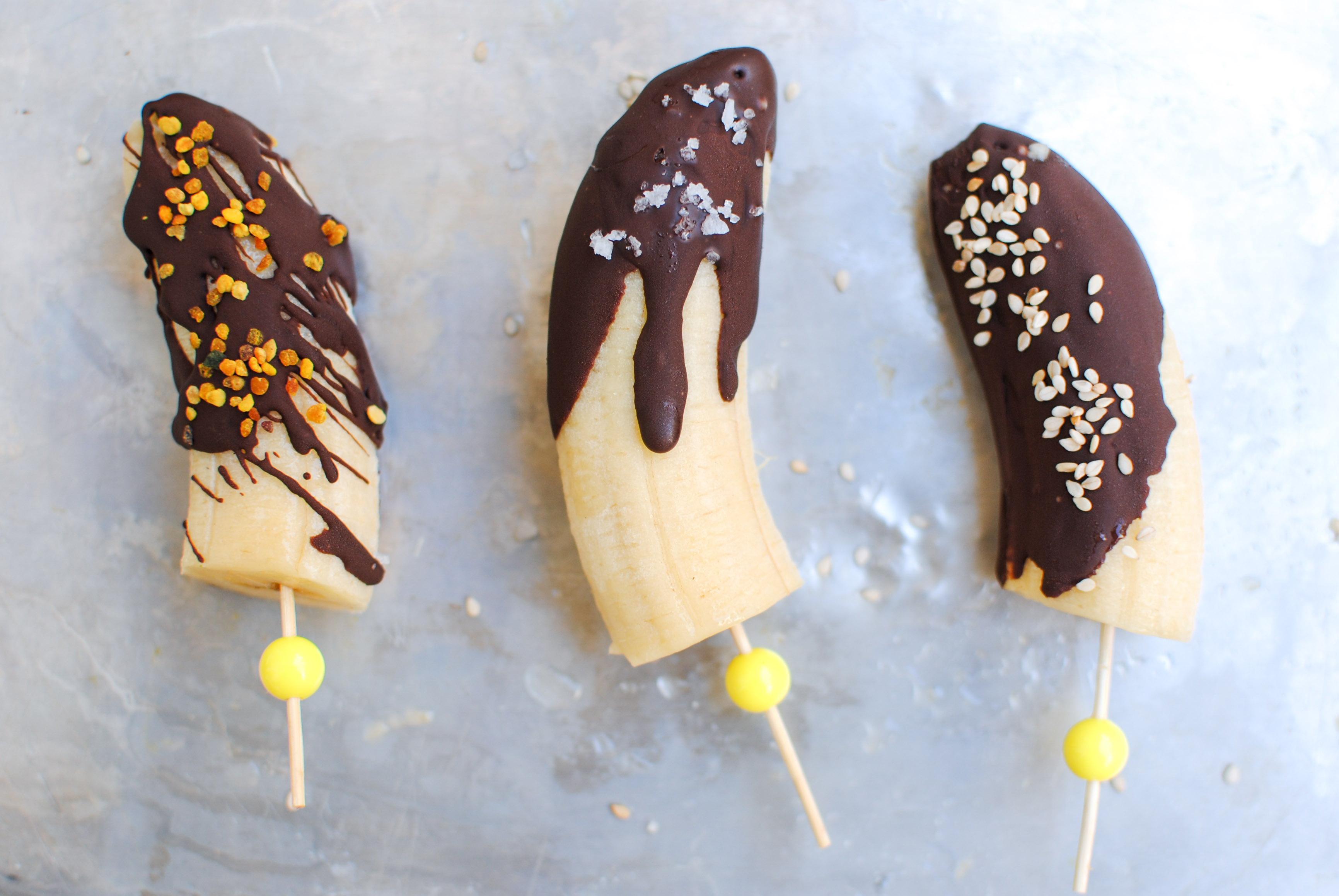 Pops de banana e chocolate